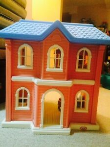 Childs 3' high Little Tykes Doll house