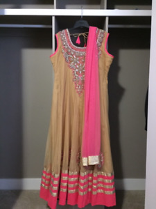 BEAUTIFUL INDIAN DRESS