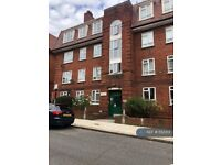 3 bedroom flat in Clapham Common, London, SW4 (3 bed) (#552313)