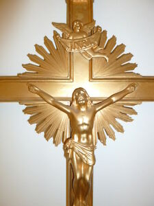 Art religieux crucifix procession metal doré Christ anges 1930