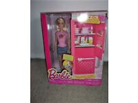 """Barbie """"Furniture"""" Series - Deluxe Set Fridge and Doll ; New & Sealed"""