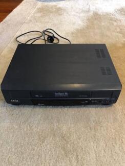 Akai VHS player HQ G225 recorder