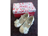 Beautiful girls bridesmaid/flowergirl/fairy princess Christmas shoes size 10.