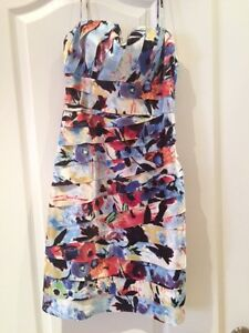 JS Collection Laser Cut Dress  Size 2-4 - Stunning worn once Oakville / Halton Region Toronto (GTA) image 1