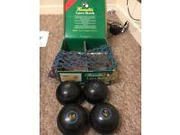 Set of Henselite Classic II Heavy Bowls in black. Good condition