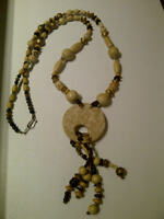"COLLIER TONS BEIGE & GOLD 21"" DE LONG ETAT NEUF"