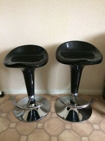 Pair of black/chrome bar stools, height adjustable and swivel. In working order, good as new.