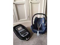 Maxi-Cosi Pebble Car Seat & FamilyFix ISOFIX base. Navy Blue & Grey.