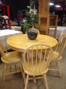 Pedestal Table/4 Chairs/ Leaf