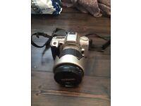 Minolta 404si Dynax 35mm SLR Camera. Includes 28-200 zoom lens, UV filter and polariser