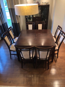 DINING SET BROYHILL TABLE, HUTCH AND 8 CHAIRS