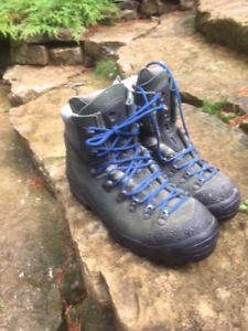 Serious Montrail Hiking Boots