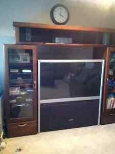 Great Condition Wooden and Glass Entertainment Hutch