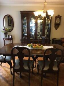 DINING ROOM SET - FINE WOOD MADE BY ROXTON