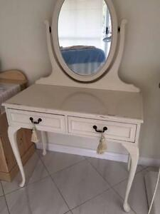 Dressing table cream with oval mirror $75 Flagstaff Hill Morphett Vale Area Preview