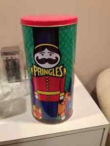 Vintage Christmas Pringles Tin West Island Greater Montréal image 3