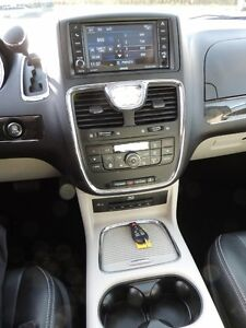 2016 Chrysler Town & Country Touring-L Windsor Region Ontario image 11
