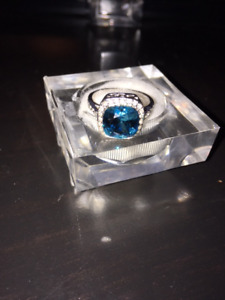 Blue Topaz 3.68 ct with Diamonds