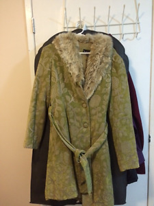 Gorgeous Le Chateau Green with light brown fur collar Coat