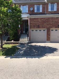 IMMACULATE 3 BDRM TOWNHOME IN FABULOUS NORTH WHITBY LOCATION !