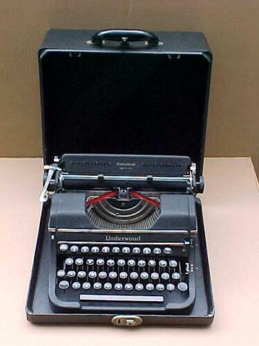 ANTIQUE 1948 UNDERWOOD UNIVERSAL TYPEWRITER  W /WOOD CASE W/ KEY AND MANUAL