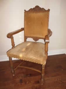 SOLID OAK DINING ROOM CHAIRS