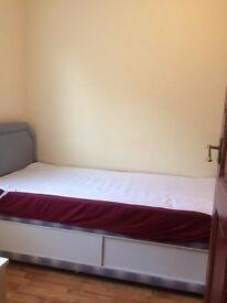 Single Room In Roehampton, Near Barnes is available right Now!!!!!