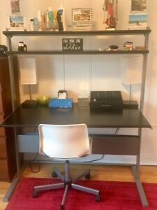 Bureau et chaise de travail-Bon état!