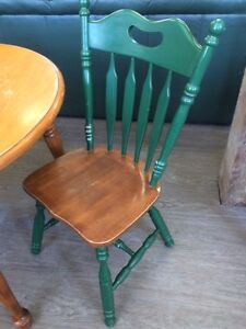 SOLID MAPLE TABE WITH TWO CHAIRS GREAT DEAL!!!