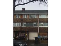 4 bedroom house in Angelfield, Hounslow, TW3 (4 bed)