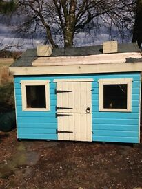 Childrens Play House / Wendy House