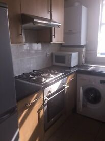 2 BEDROOM FLAT IN THE HEART OF LOWER CLAPTON (HOUSING BENEFIT ACCEPTED)