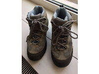 Wlking Boots size 5