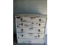 Chabby Chic Antique Vintage wooden chest of drawers