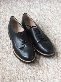 OFFICE brogues - Size 39. Used once.