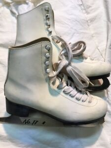 Girls/Ladies Figure Skates - Size 6 (17)