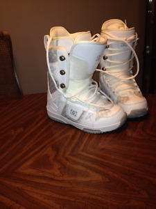 New Womans DG Snowboard Boots 8