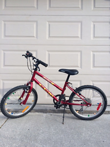 "18"" CCM Kids Unisex Mountain Bike"
