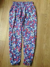 Girl's flowery summer trousers