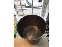 2x Stock Pots, Heavy Bottom, Never used! 35L - Great Quality!