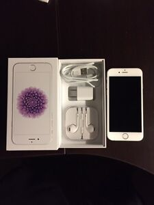 iPhone 6 16GB - WhiteFace on Silver Back - Mint Condition!