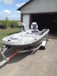 Chaloupe bass boat pelican