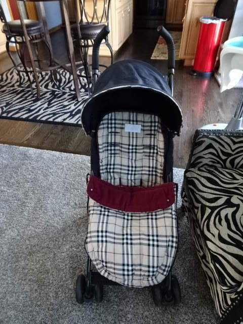 RARE MACLAREN AUTHENTIC SPECIAL EDITION  BURBERRY STROLLER W FOOTMUFF