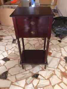 Bombay Company table de coin/ Bombay Company side table
