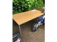Table suitable for garage / workshop use