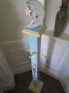 OLIVIA*** COAT HANGER HAND PAINTED by artist for GIRLS BABY ROOM West Island Greater Montréal image 7