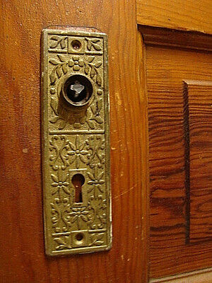 "ANTIQUE ORNATE VICTORIAN IRON DOOR KNOB BACK PLATE BACKPLATE 1 3//4/"" X 5 3//4"