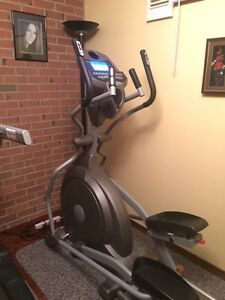 Spirit XE400 Elliptical Trainer