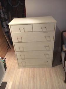 Large dresser with 6 drawers - Large bureau avec 6 tiroirs