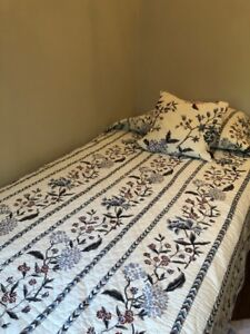 GORGEOUS TWIN QUILT LIKE COVER